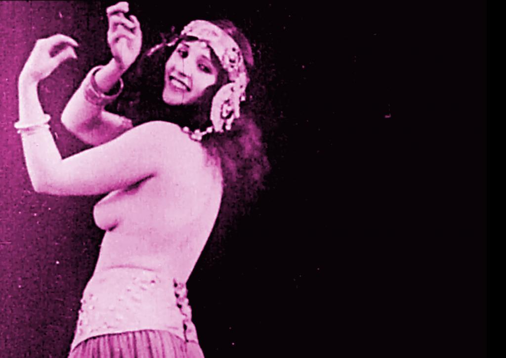 femme rose vierge
